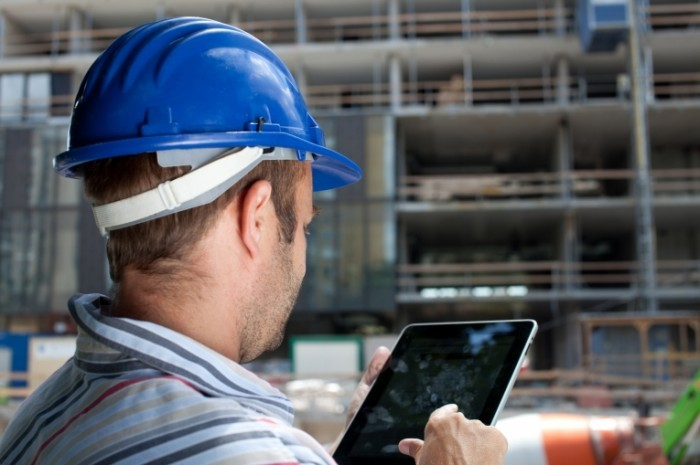 Depositphotos_Construction-specialist-using-tablet_6600063_l-700x465.jpg